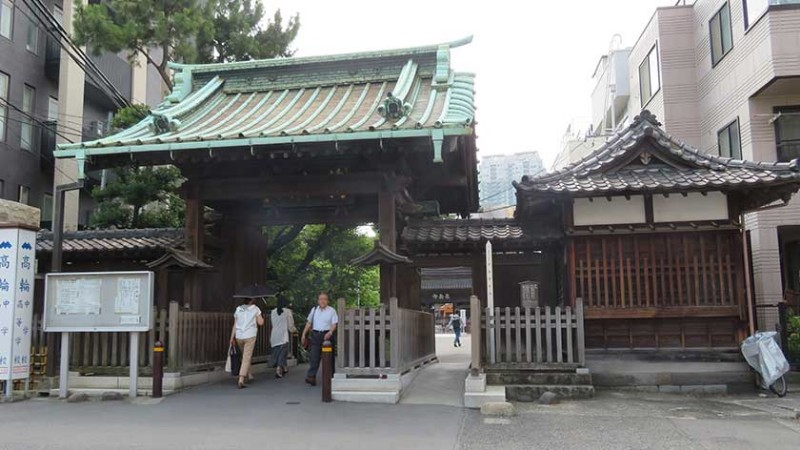 sengakuji-temple-entrance