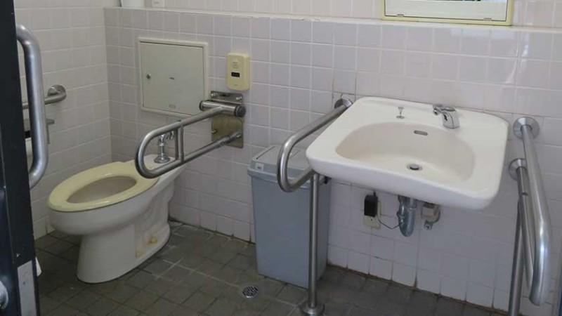sengakuji-temple-toilet