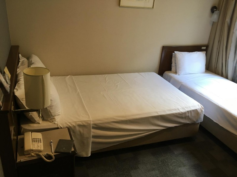 hotel-sunroute-hiroshima-bed-user