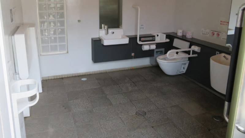 kawagoe-warehouse-toilet