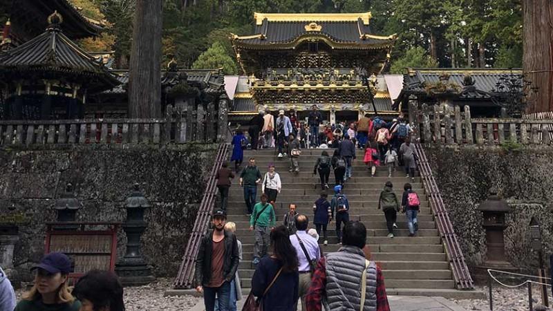 stairs-to-yomeimon-at-nikko-toshogu-shrine