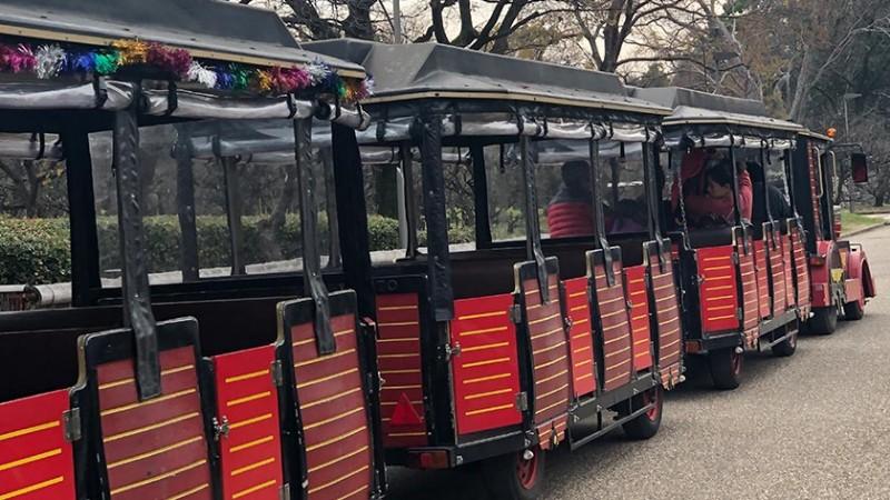 osaka-castle-trolley