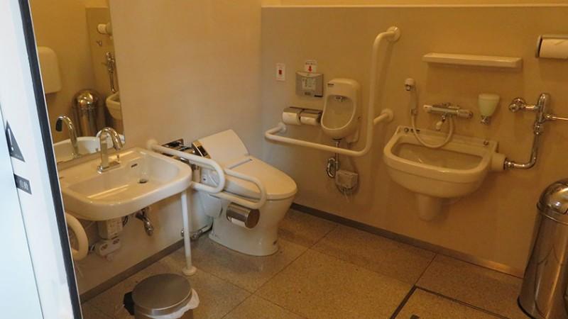 nezu-museum-toilet-b1