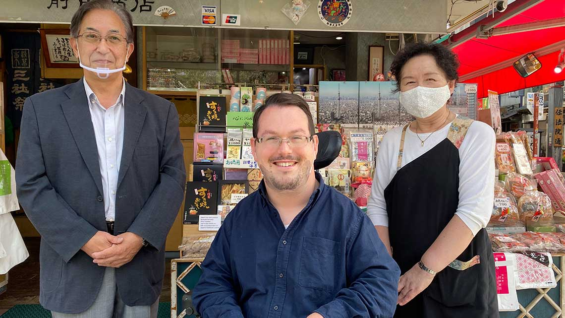 Store owners in Nakamise-dori